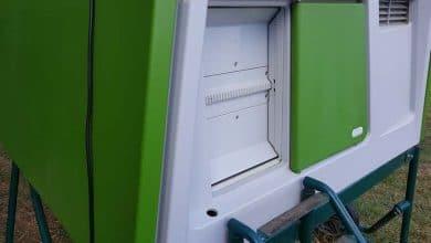 Photo de Porte automatique poulailler ultra sécurisée Omlet